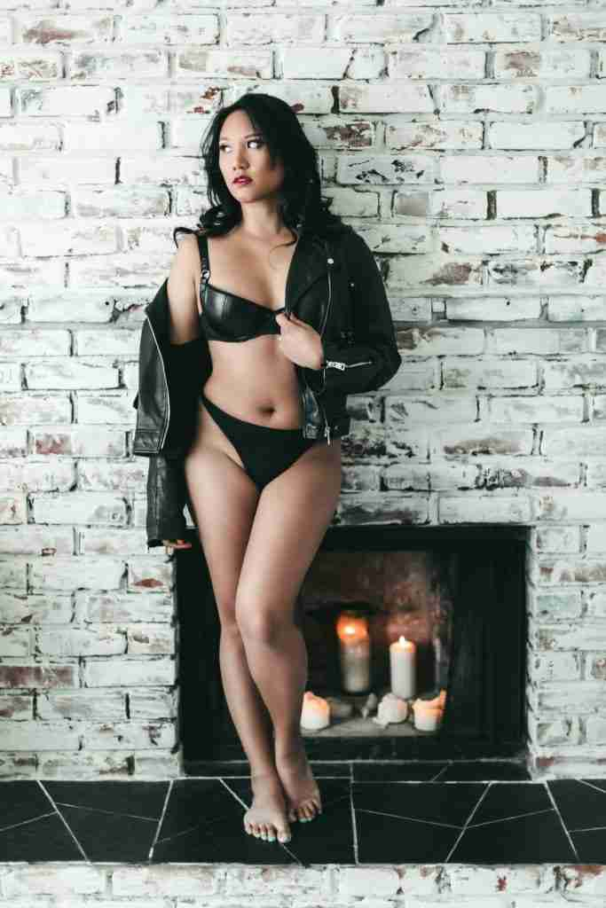 Top tips for boosting body confidence for REAL from Edmonton & Langley boudoir photography Gabriela Cruz.