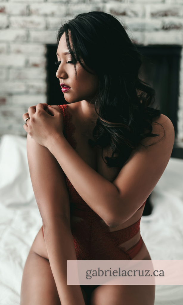 A guide to boudoir photography: Tips for lighting boudoir photography sessions